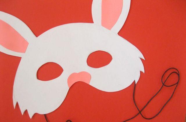 كيفية صنع قناع أرنب بالورق-الارتداء