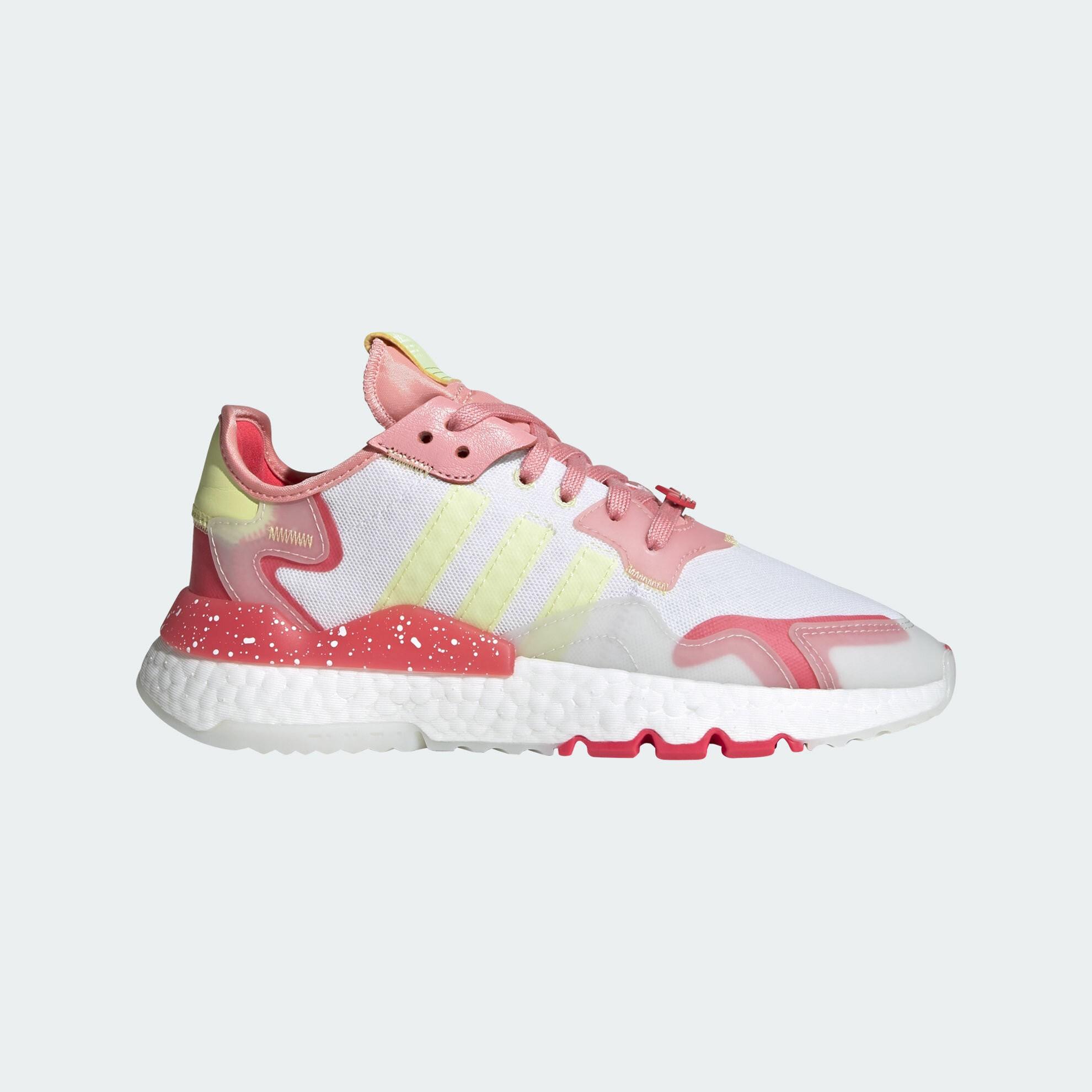 أشكال ملابس رياضية- حذاء اديداس