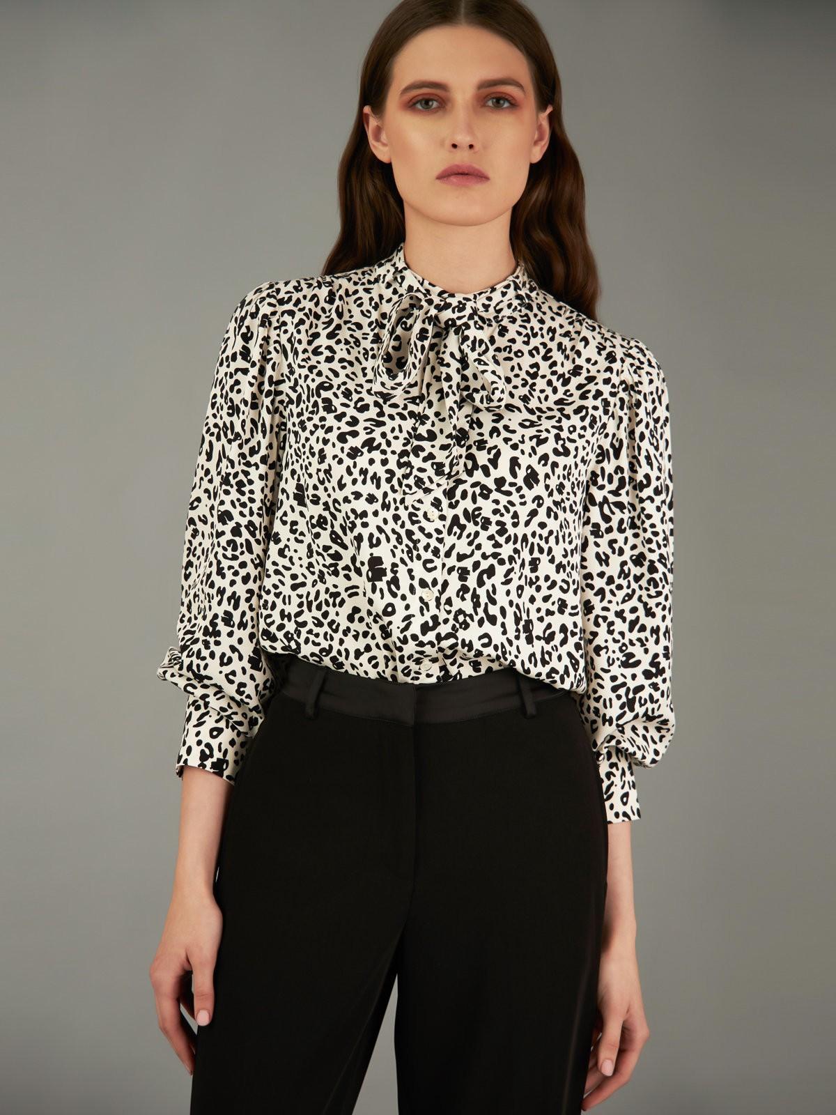 أشكال ملابس العمل-قميص طبعة الفهد