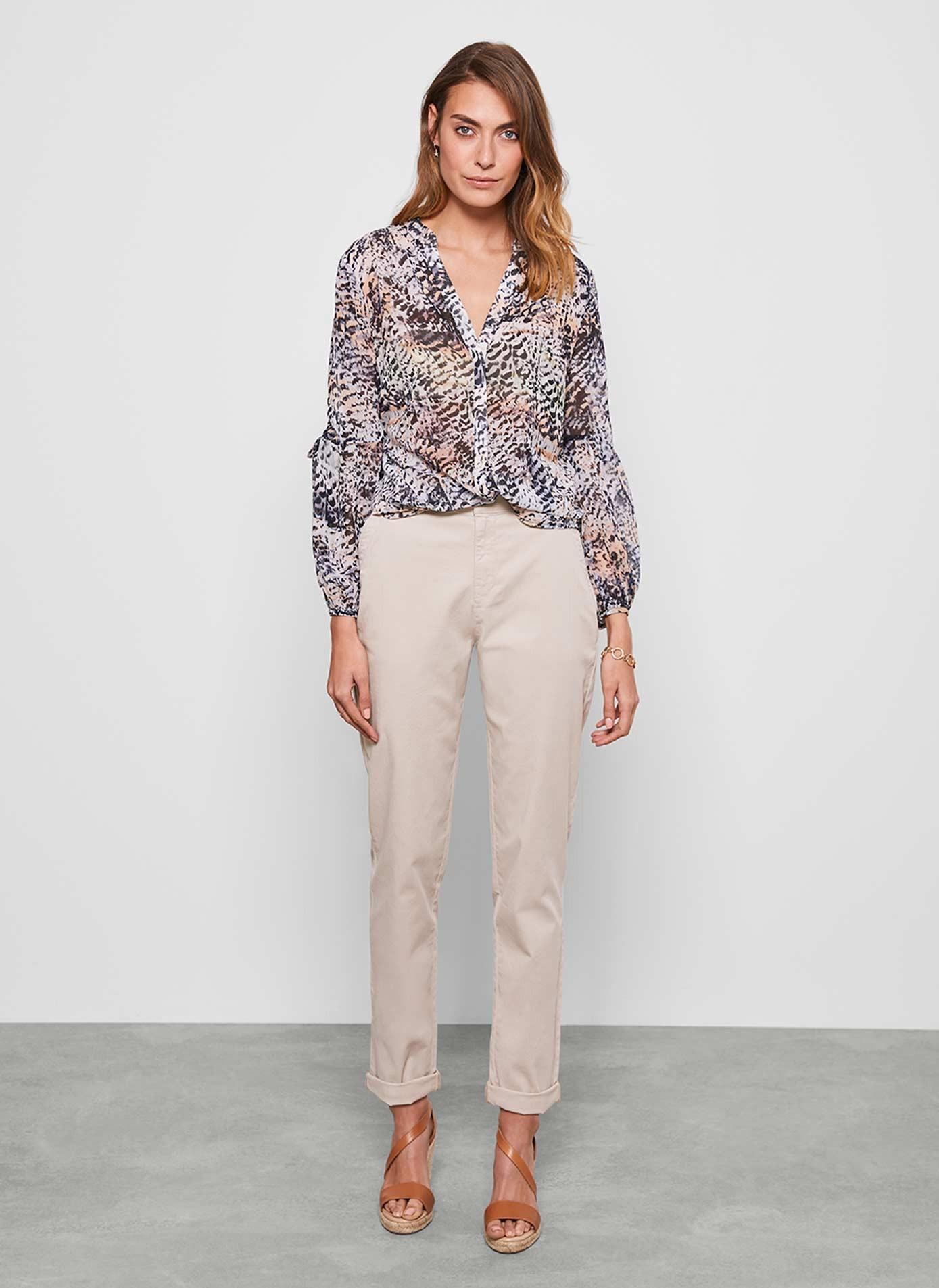 أشكال ملابس العمل-قميص طبعة الفهد2