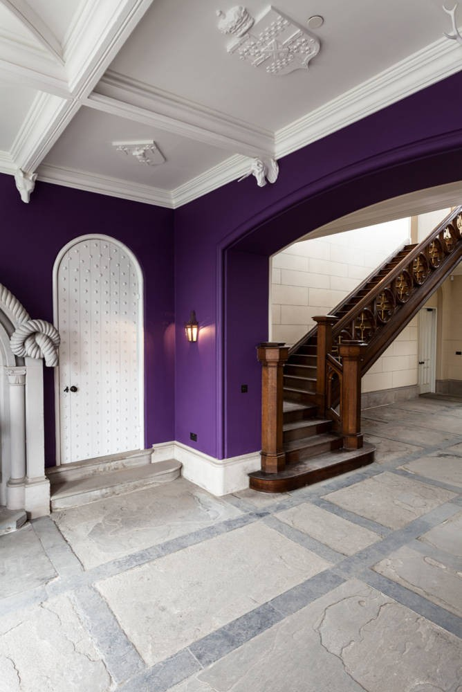 ديكور مدخل البيت- ديكو أبيض وبنفسجي