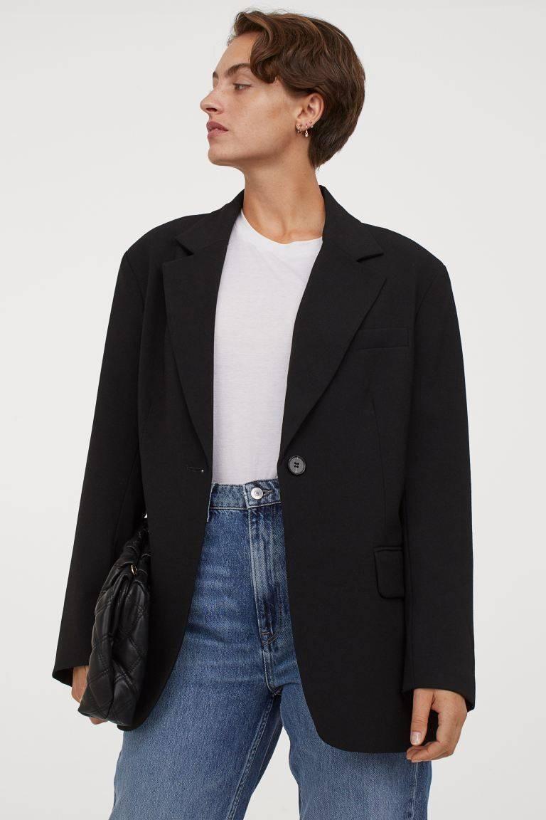 ارتداء البليزر مع الجينز-البليزر الأسود