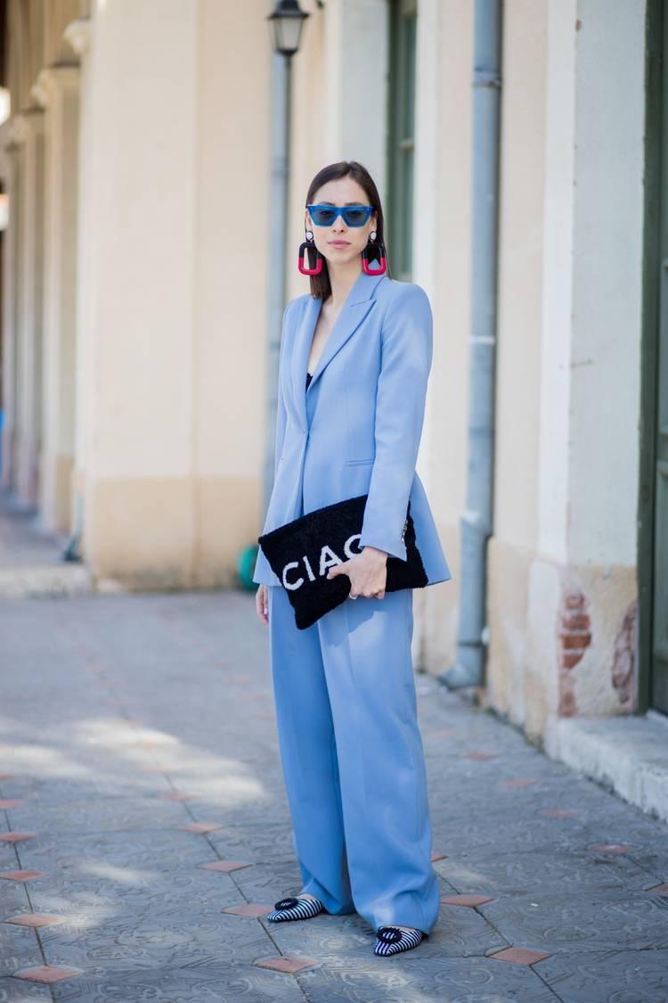 ملابس للعمل باللون الأزرق- بدلة زرقاء