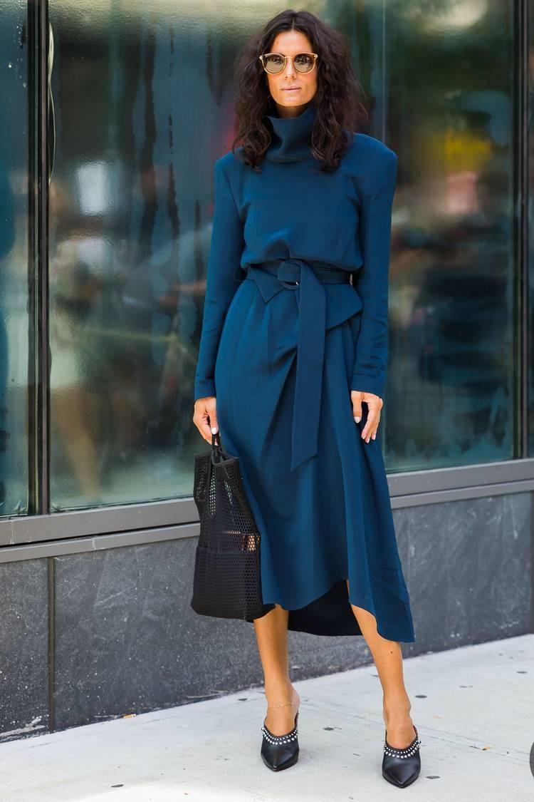 ملابس للعمل باللون الأزرق-جونلة وتوب