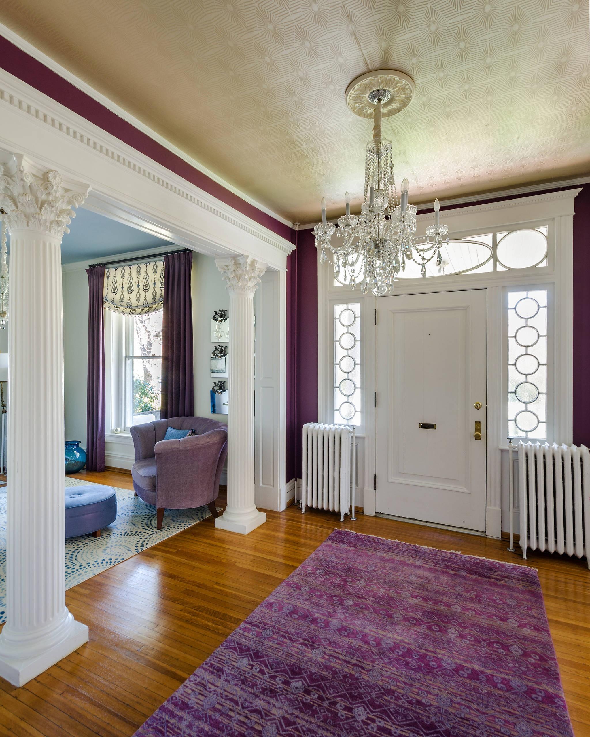 ديكور مدخل البيت - ديكور أبيض وبنفسجي