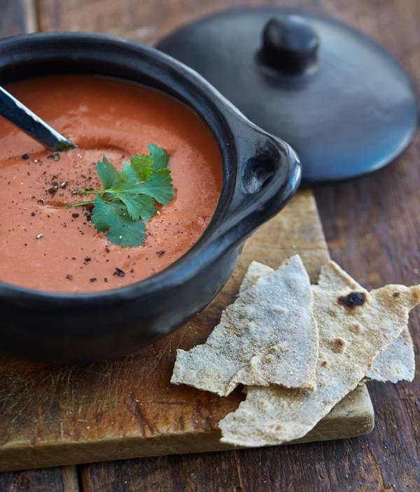 أكلات رمضانية جديدة - طريقة عمل شوربة الطماطم بالشوفان والكريمة
