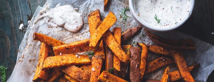 أكلات سريعة التحضير بالبطاطس - طريقة عمل البطاطس المخبوزة مع صوص الرانش واللحم المقدد