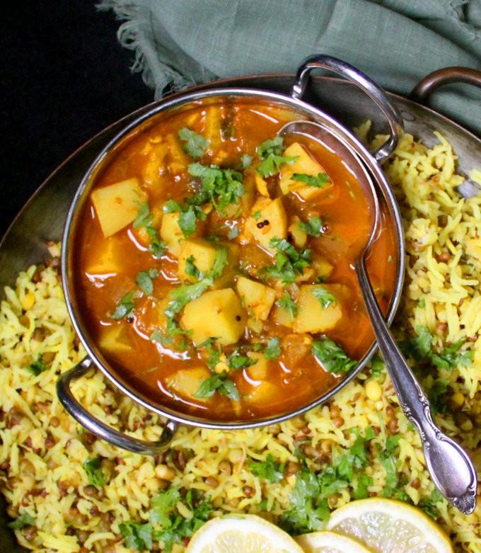 أكلات هندية بالبطاطس - طريقة عمل طبق البطاطس بالكركم الهندي