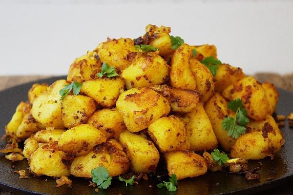 أكلات هندية بالبطاطس - طريقة عمل طبق البطاطس على طريقة بومباي