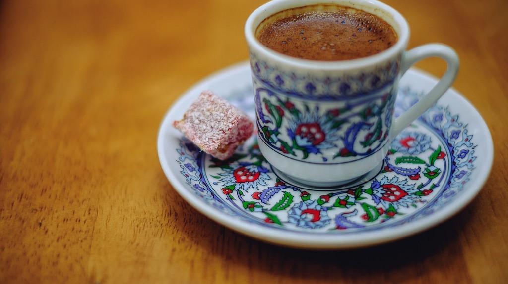 أنواع القهوة في الكافيهات - طريقة عمل القهوة التركي بالشوكولاتة
