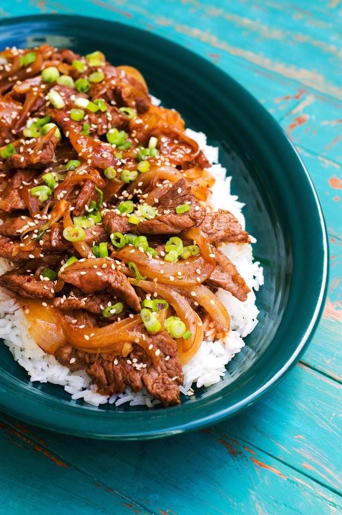 أكلات كورية سهلة التحضير - طريقة عمل شرائح اللحم بالبصل على الطريقة الكورية