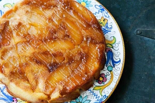 حلويات بالتفاح - طريقة عمل كيكة التفاح المقلوبة