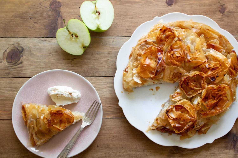 حلويات بالتفاح - طريقة عمل جلاش التفاح بالقرفة
