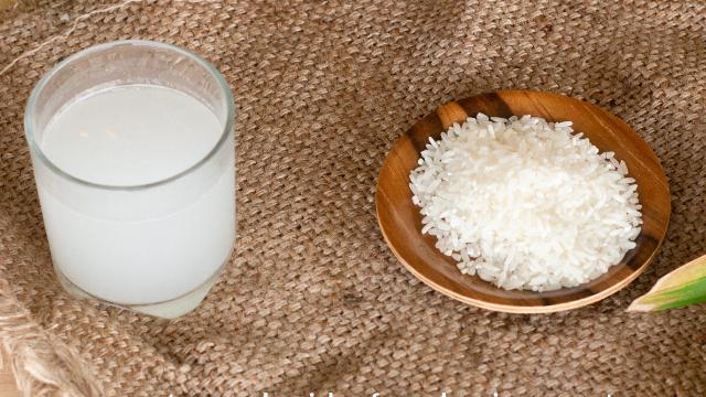 وصفات لعلاج المغص - طريقة عمل ماء الأرز لتهدئة المغص