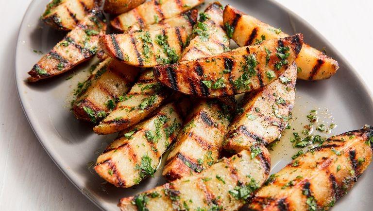 وصفات بطاطس مشوية - طريقة عمل بطاطس ودجز مشوية