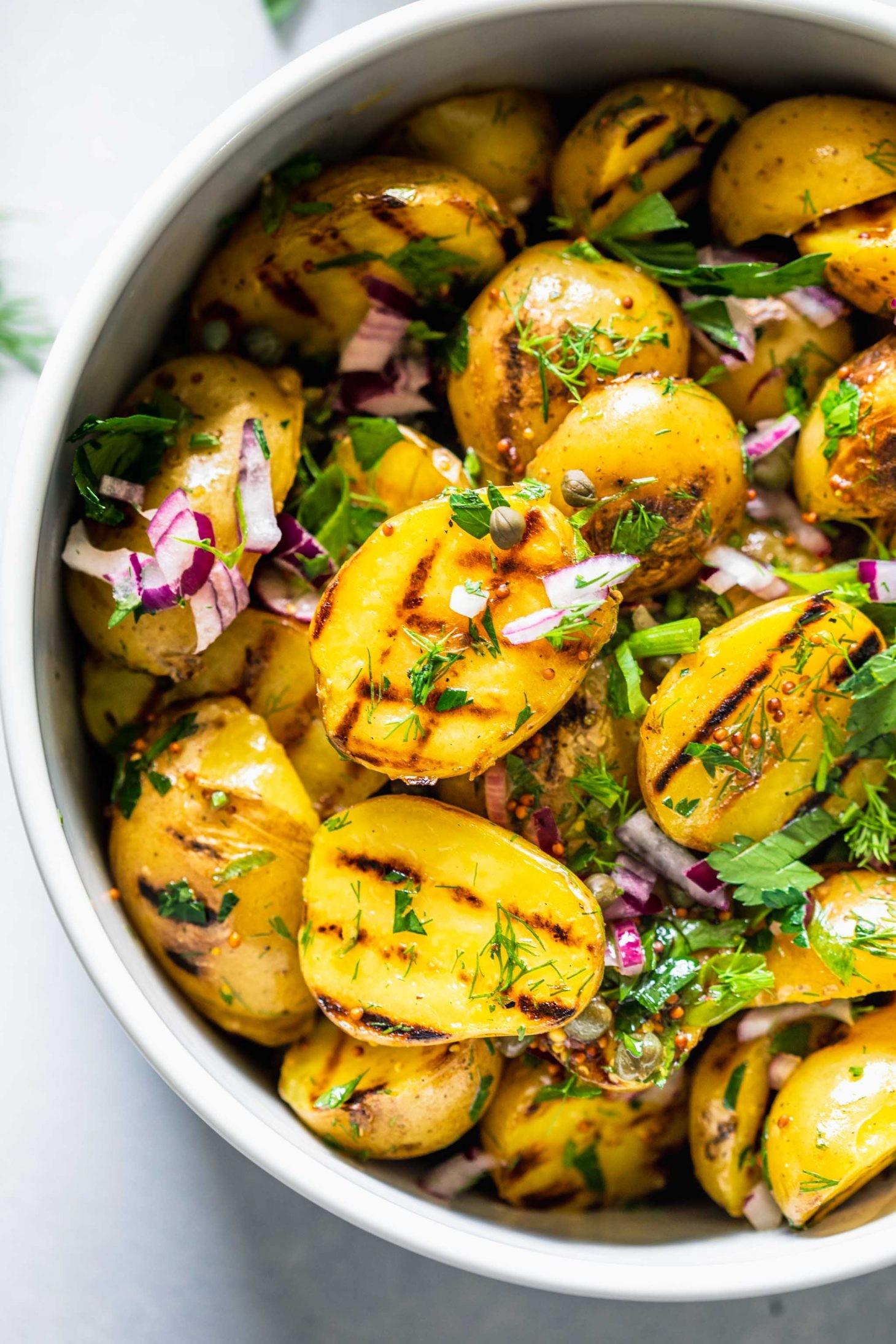 وصفات بطاطس مشوية - طريقة عمل سلطة البطاطس المشوية بصوص المستردة