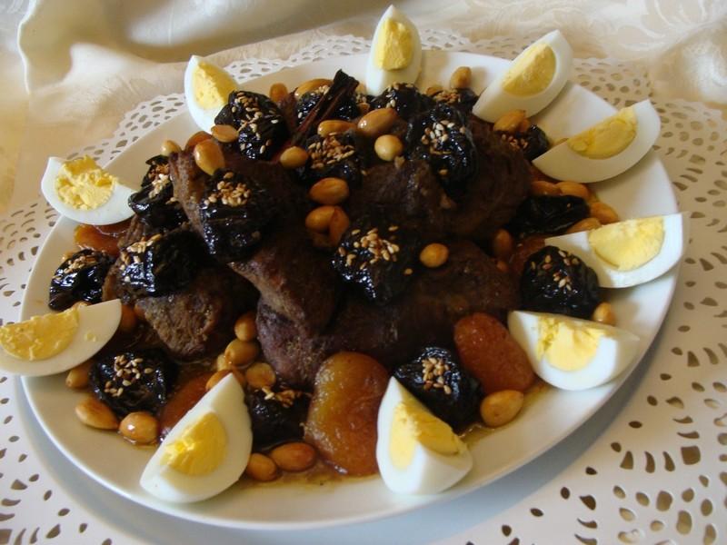 أطباق مغربية للضيوف - طريقة عمل اللحم بالبرقوق على الطريقة المغربية