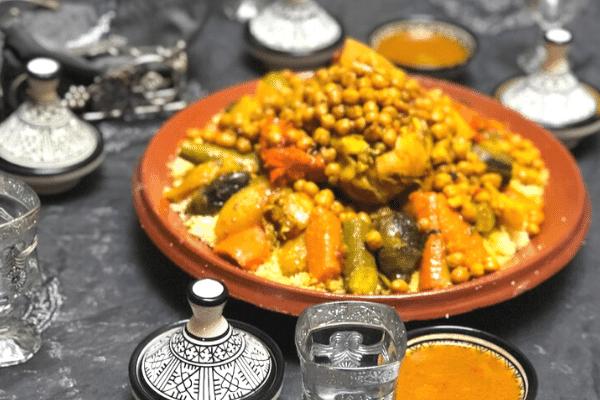 أطباق مغربية للضيوف - طريقة عمل الكسكس المغربي باللحم
