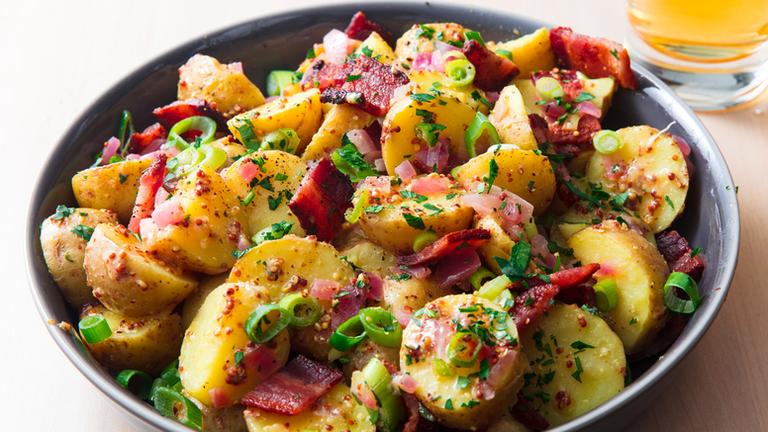 وصفات من المطبخ الأوروبي - طريقة عمل سلطة البطاطس الألمانية