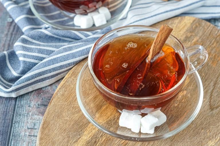 نكهات عالمية لإعداد الشاي - طريقة عمل الشاي بالقرفة على الطريقة السودانية