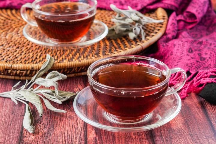 نكهات عالمية لإعداد الشاي - طريقة عمل شاي أحمر بالمريمية على الطريقة الفلسطينية