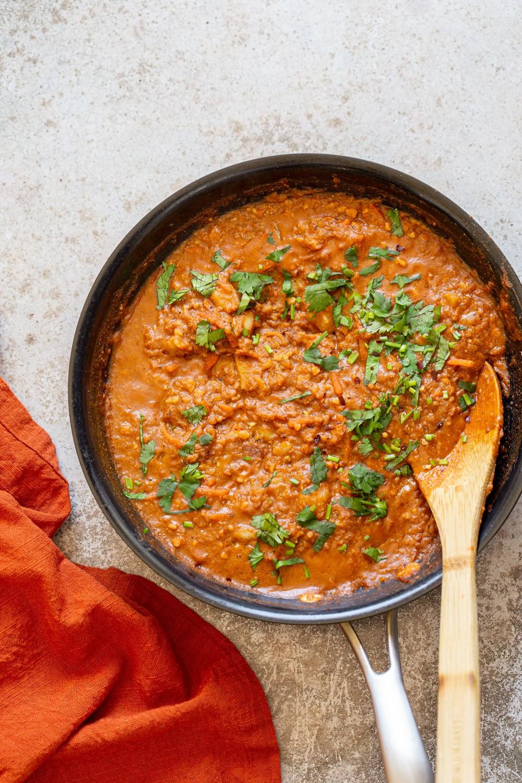 شوربة العدس - طريقة عمل شوربة العدس بالأرز واللحم المفروم