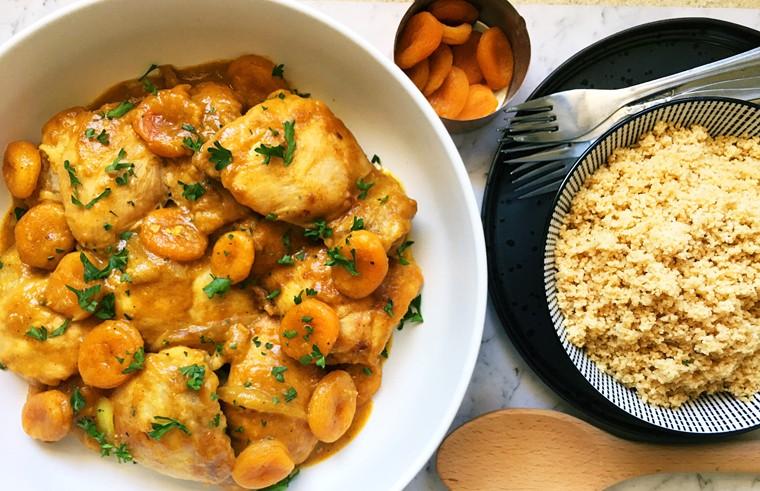أطباق رئيسية باستخدام الفواكه المجففة - طريقة عمل أفخاذ الدجاج بالفواكه المجففة