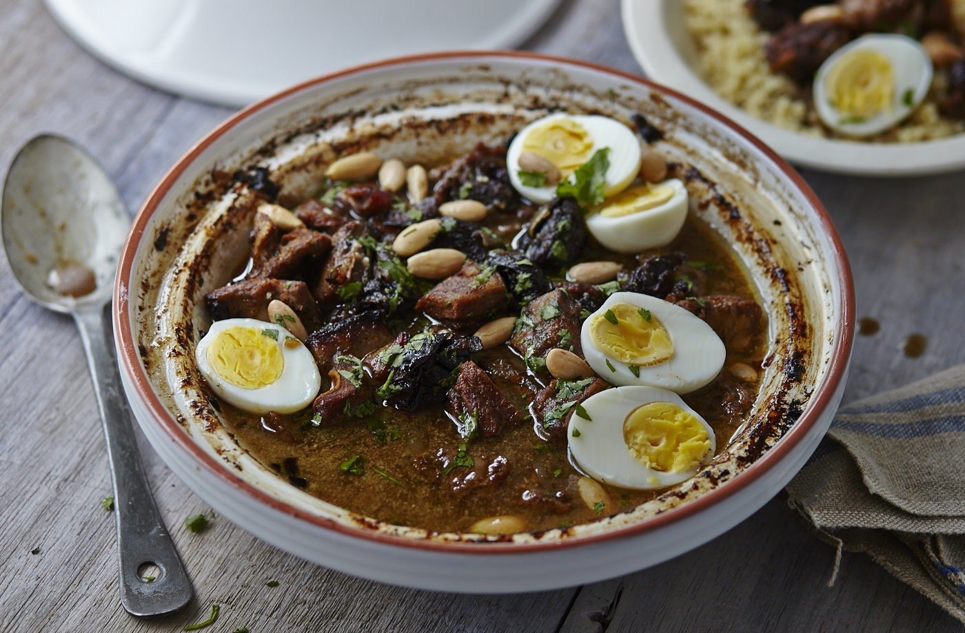 أطباق رئيسية باستخدام الفواكه المجففة - طريقة عمل اللحم بالبرقوق على الطريقة المغربية