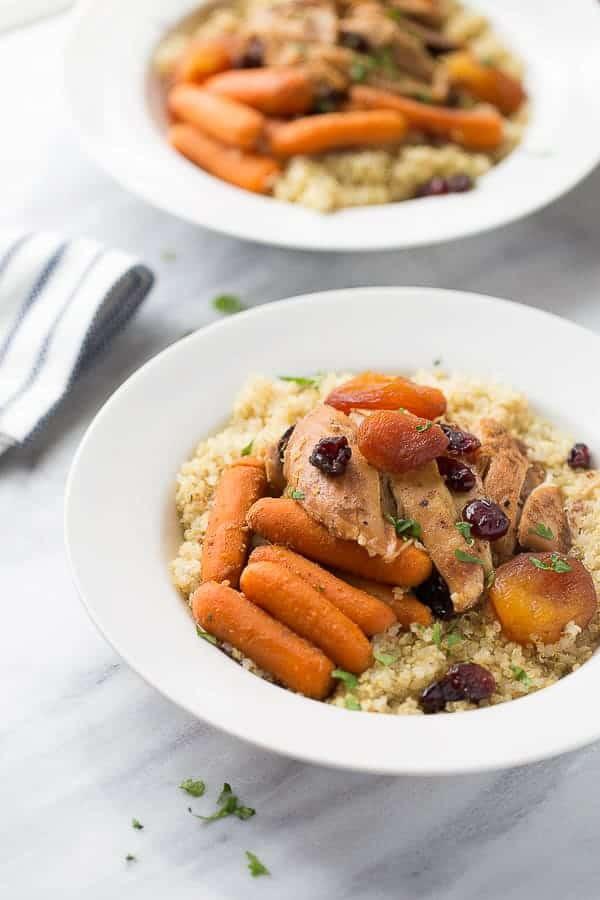 أطباق رئيسية باستخدام الفواكه المجففة - طريقة عمل الدجاج بالمشمش المجفف والجزر الأبيض