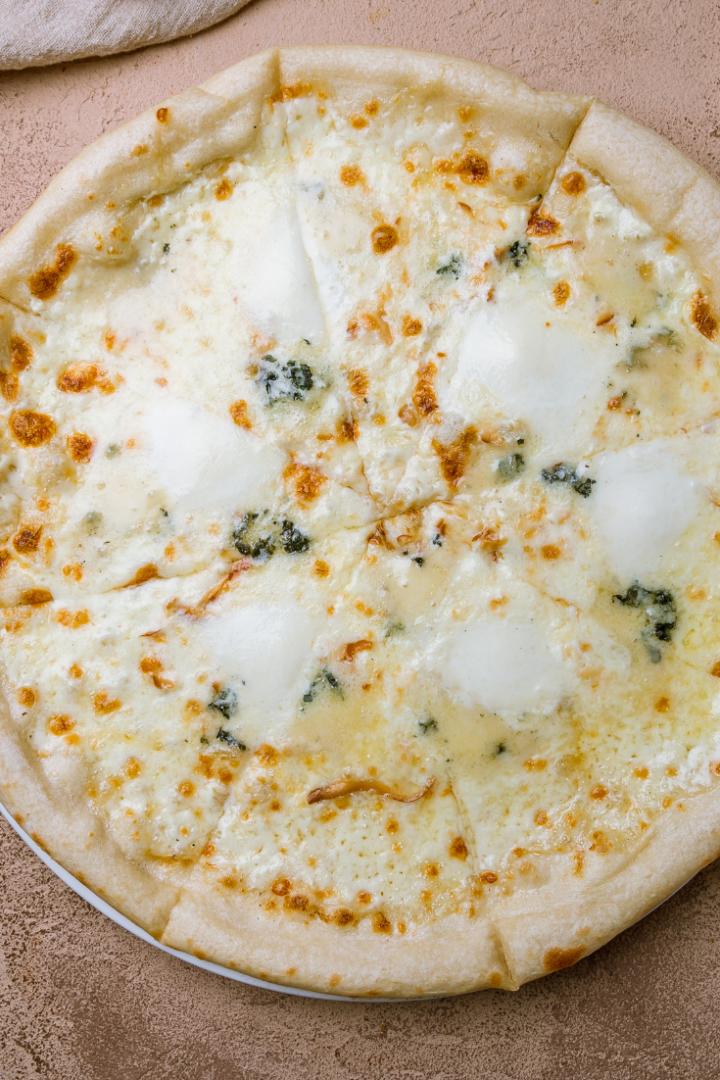 بيتزات بصوصات مختلفة غير الطماطم - طريقة عمل بيتزا بالصوص الأبيض