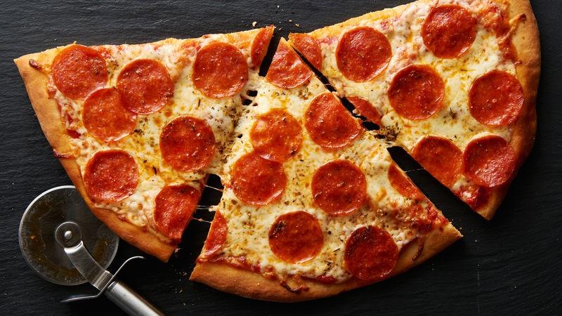 طبخات أمريكية - طريقة عمل البيتزا الأمريكية
