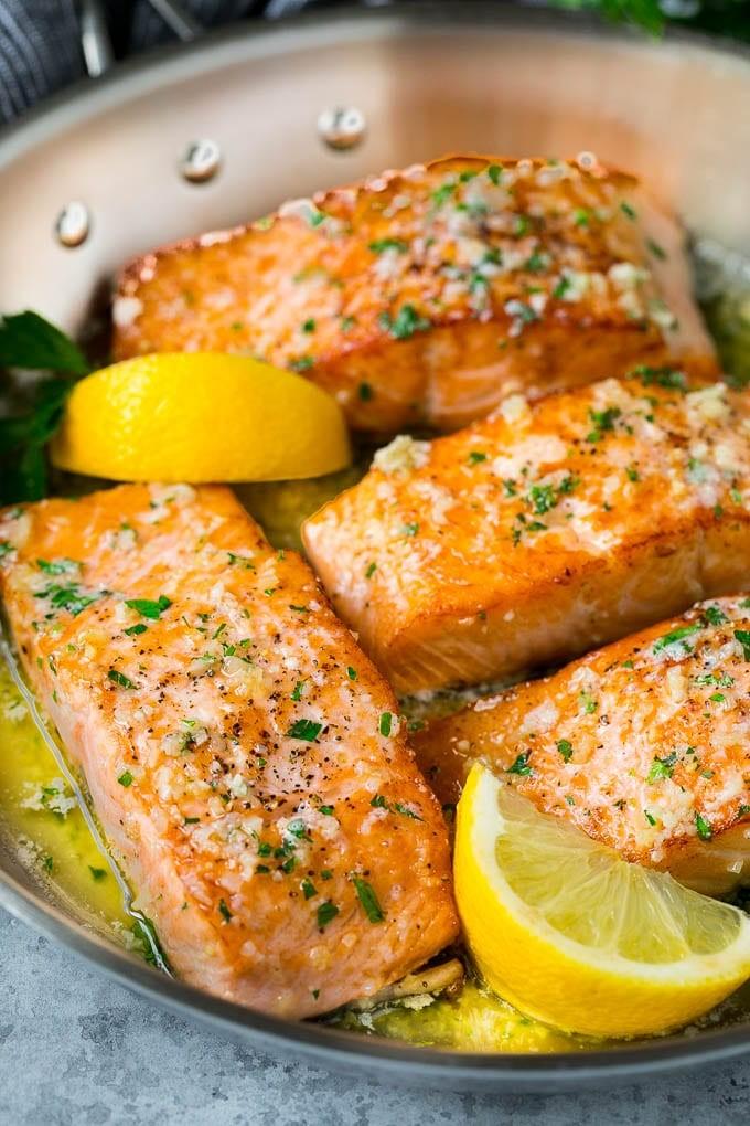أطباق رئيسية للتحضير في نصف ساعة - طريقة عمل السلمون بصوص الليمون