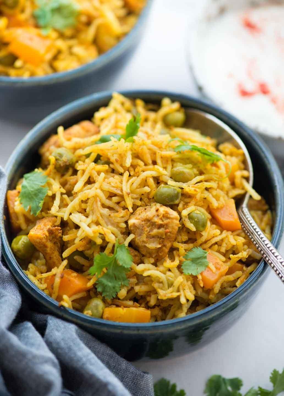 أطباق رئيسية للتحضير في نصف ساعة - طريقة عمل الأرز البسمتي بالدجاج