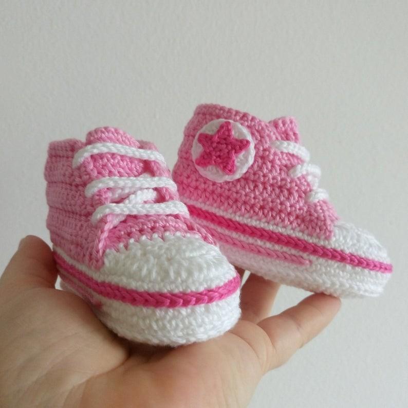 عمل أحذية أطفال بالكروشيه - أحذية كروشيه تناسب البنات - 1