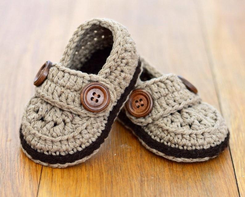 عمل أحذية أطفال بالكروشيه - أحذية كروشيه تناسب الأولاد - 2