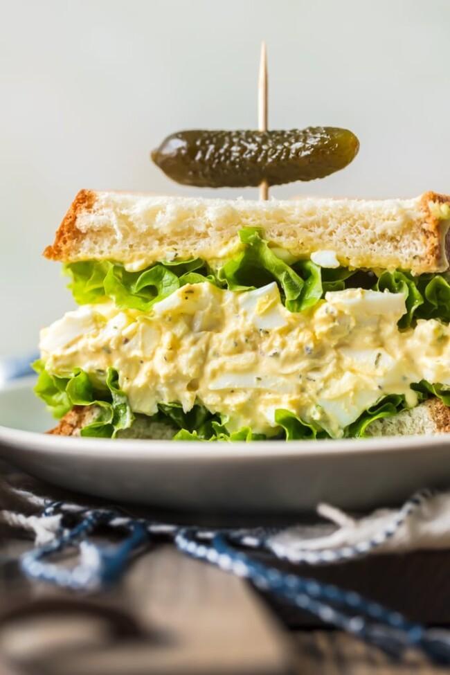 وصفات بيض للفطور - طريقة عمل ساندويش البيض المسلوق بالزبادي