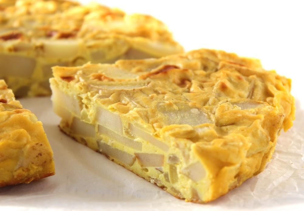وصفات بيض للفطور - طريقة عمل البيض بالبصل والبطاطس المقلية