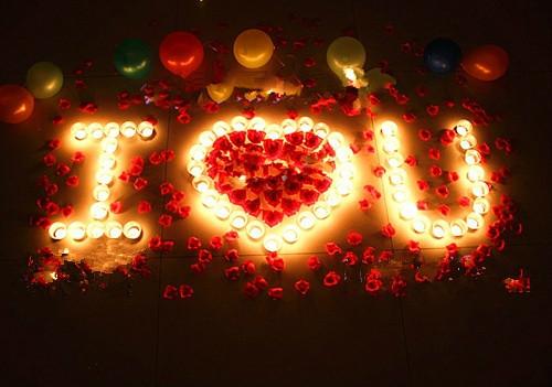 أفكار لتزيين غرفة النوم لعيد ميلاد الزوج - الشموع