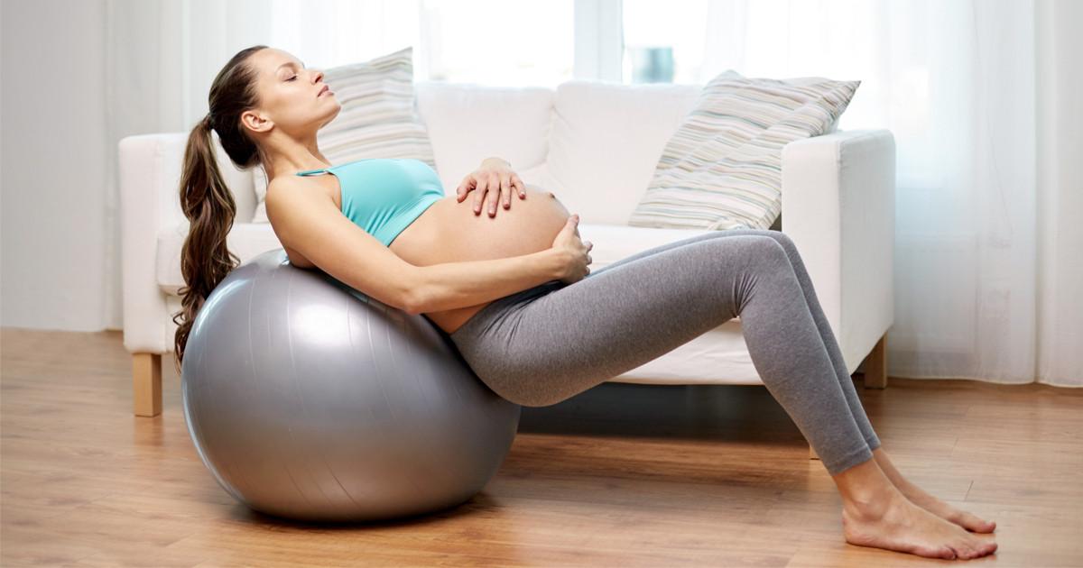 تمارين لتسهيل الولادة الطبيعية للبكر - تمارين الكرة للحامل