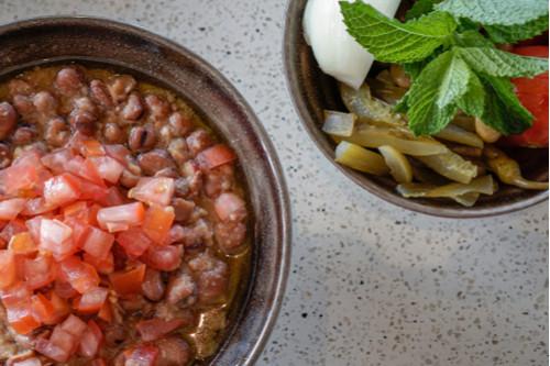 وصفات فطور بدون بيض - طريقة عمل فول بالطماطم والثوم