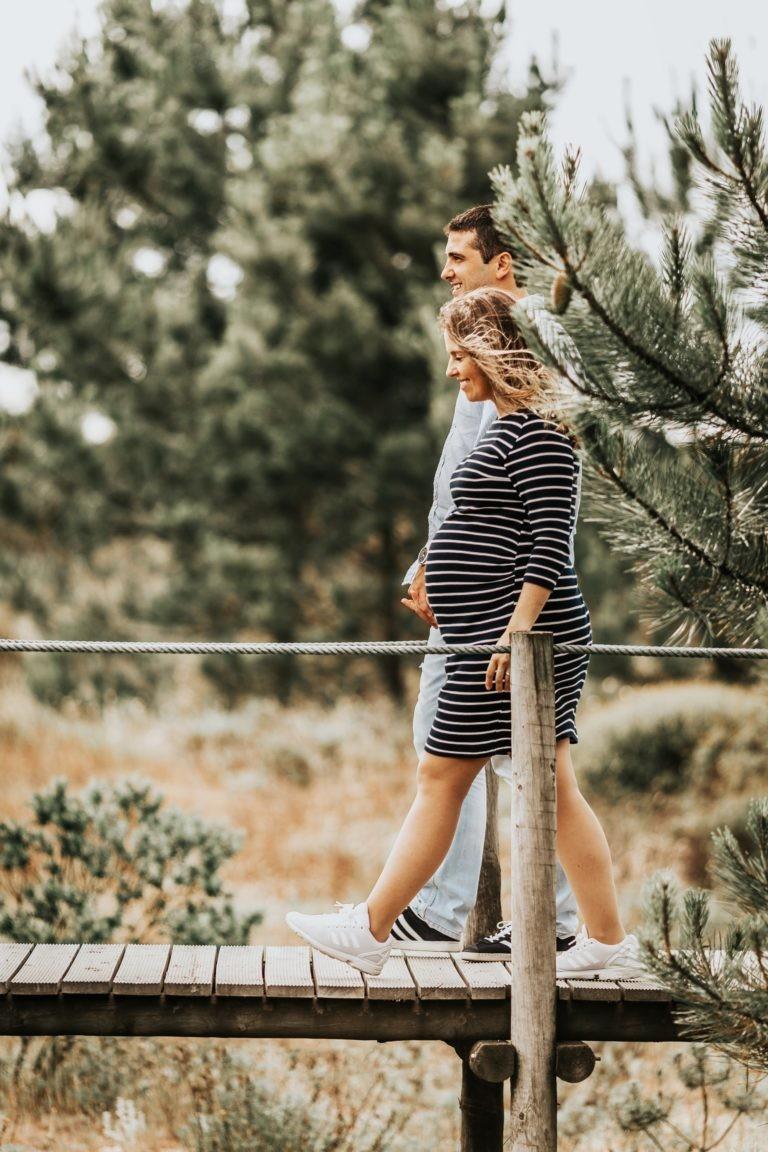 أفكار فوتوسيشن للحامل - صورة رومانسية للزوجين