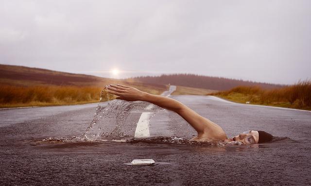كيفية التخلص من شحوم الثدي - السباحة للتخلص من دهون الثدي