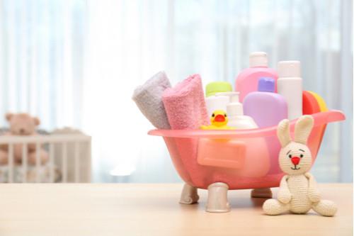 طريقة استحمام الرضيع - تجهيز أدوات تحميم الطفل