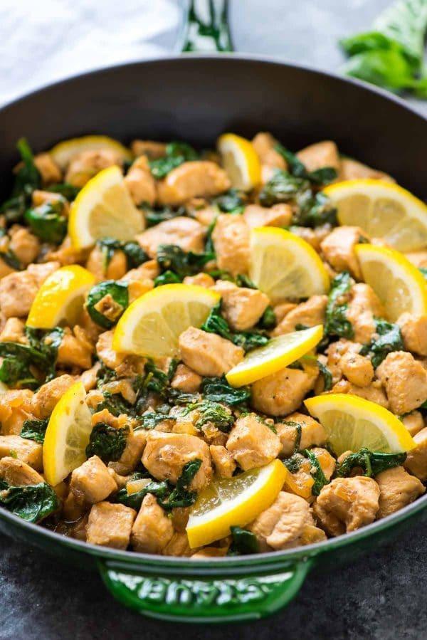 وصفات بالدجاج - طريقة عمل صدور الدجاج بالسبانخ والليمون والريحان