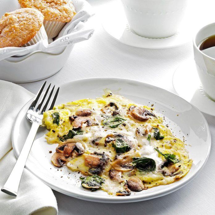 وجبات بعد التمرين - طريقة عمل بيض مقلي بالمشروم والسبانخ