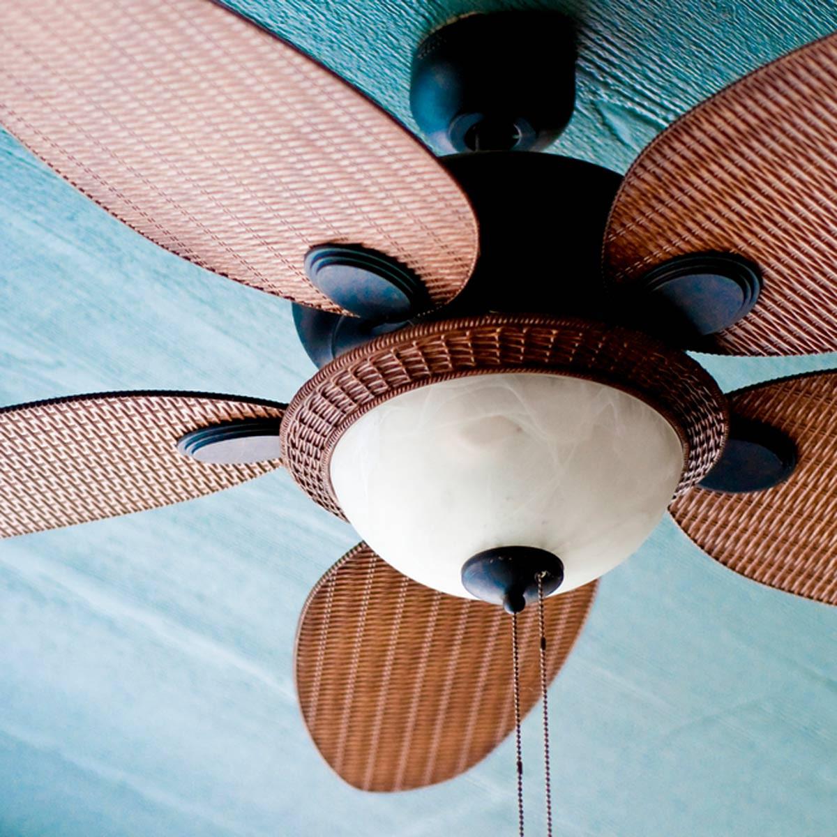 أفكار لتدفئة البيت - تشغيل مروحة السقف باتجاه عقارب الساعة