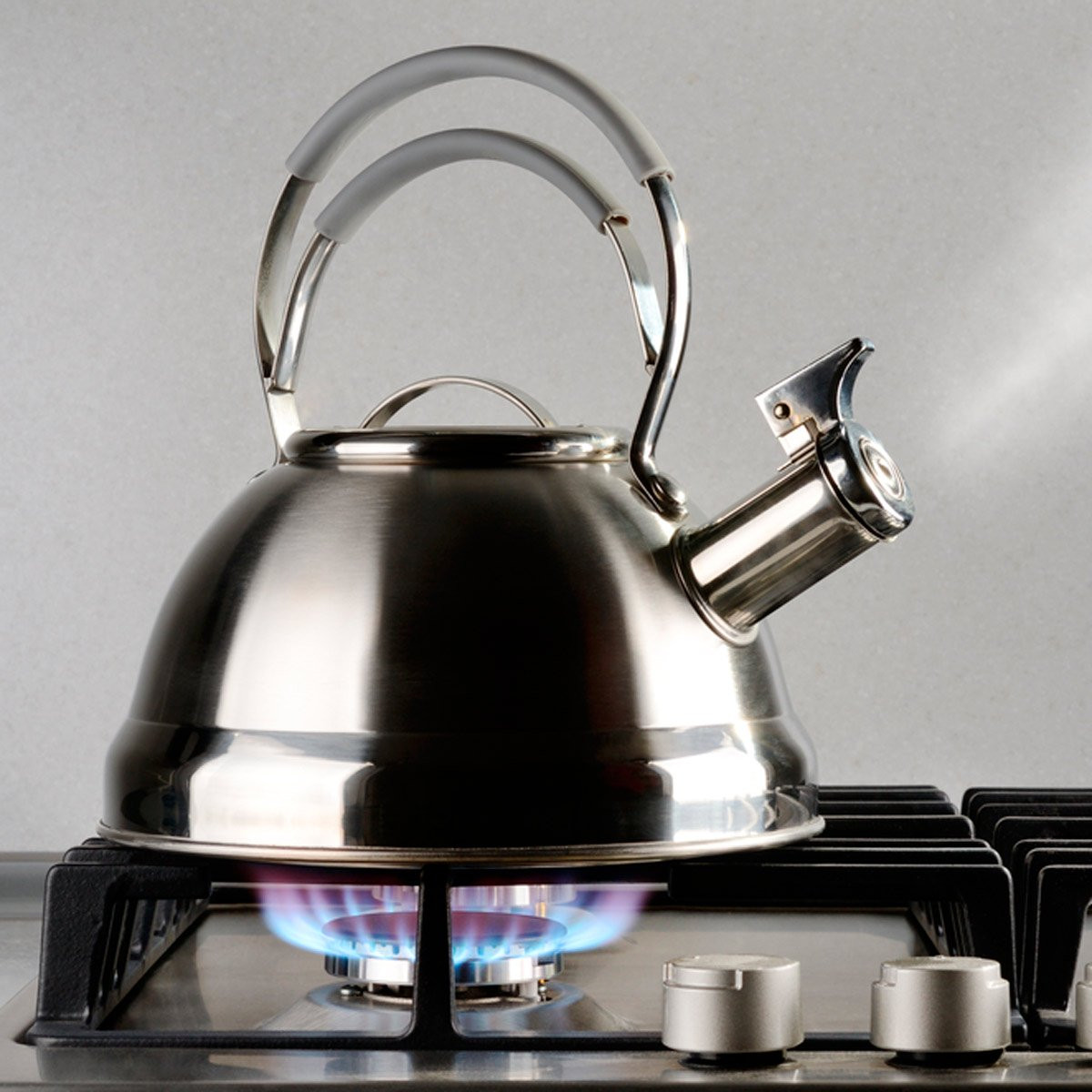 أفكار لتدفئة البيت - تسخين ماء في إبريق الشاي