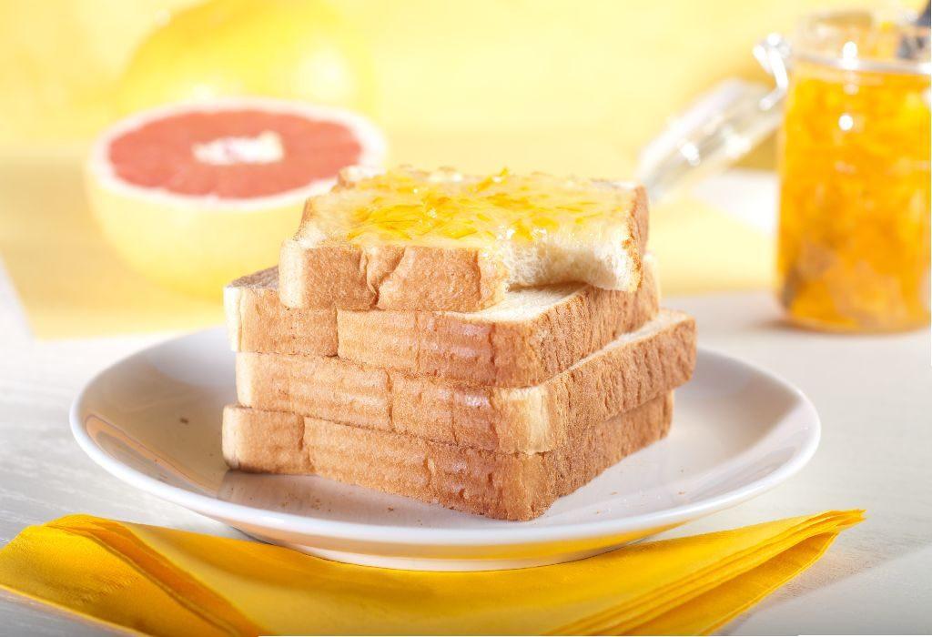 أطعمة لا تؤكل مع بعضها - الخبز الأبيض والمربى