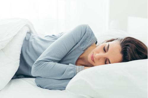 طريقة النوم الصحيحة - النوم على الجانب الصحيح