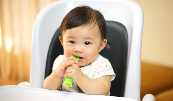 أدوات أكل الأطفال الرضع - ملعقة سيليكون